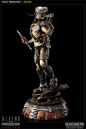 Alien vs Predator Requiem Wolf Predator Polystone Statue