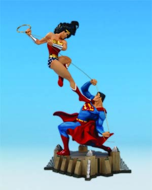 Wonder Woman vs Superman Mini Statue