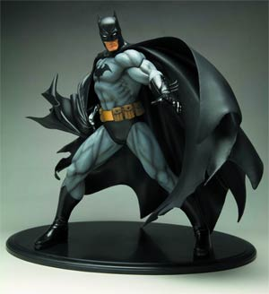 Batman Deluxe Vinyl Statue Black Costume Version