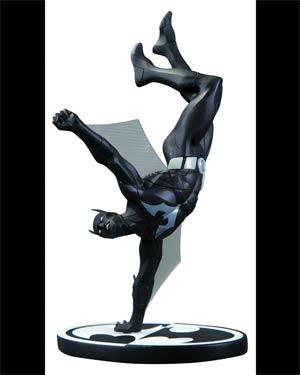 Batman Black & White Series Batman Beyond Mini Statue By Dustin Nguyen