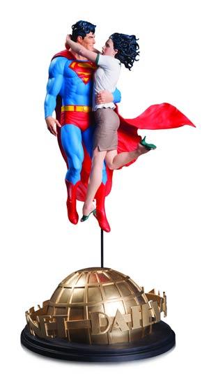 DC Comics Designer Series Superman & Lois Lane By Gary Frank Statue