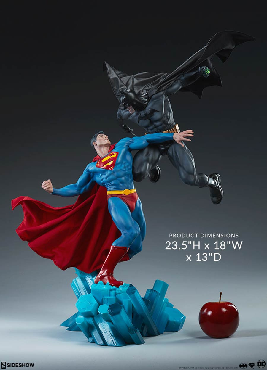 Batman vs Superman 23.5-inch Diorama Statue