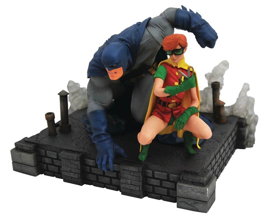 DC Comic Gallery Dark Knight Returns Batman & Robin Deluxe PVC Figure