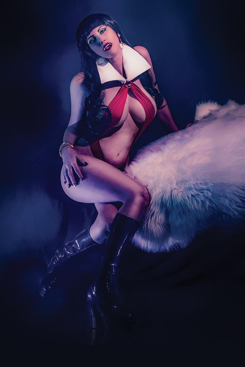 Vengeance Of Vampirella Vol 2 #2 Cover H Incentive Cosplay Photo Virgin Cover