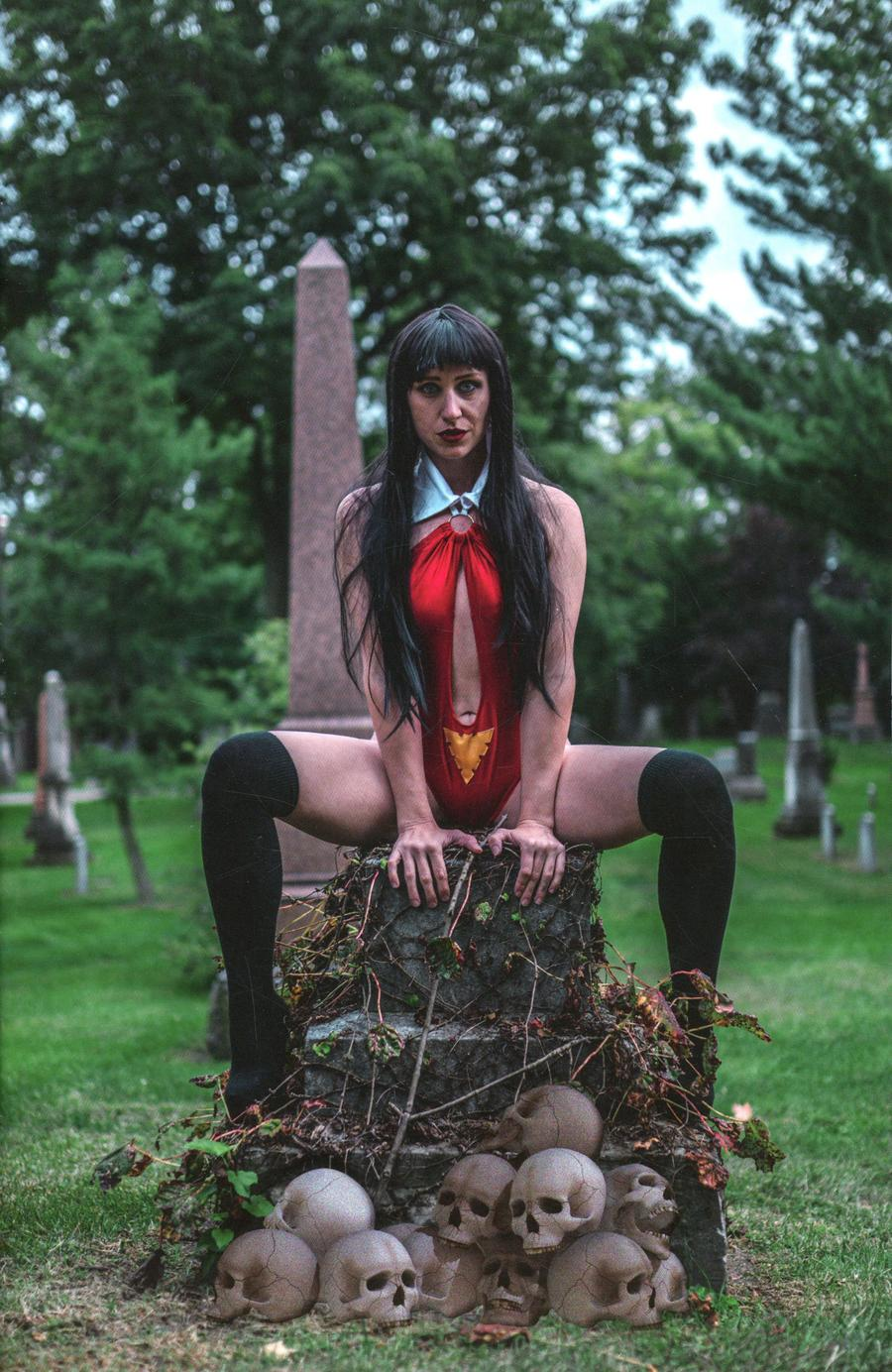 Vengeance Of Vampirella Vol 2 #4 Cover J Incentive Ali Chappel Cosplay Photo Virgin Cover