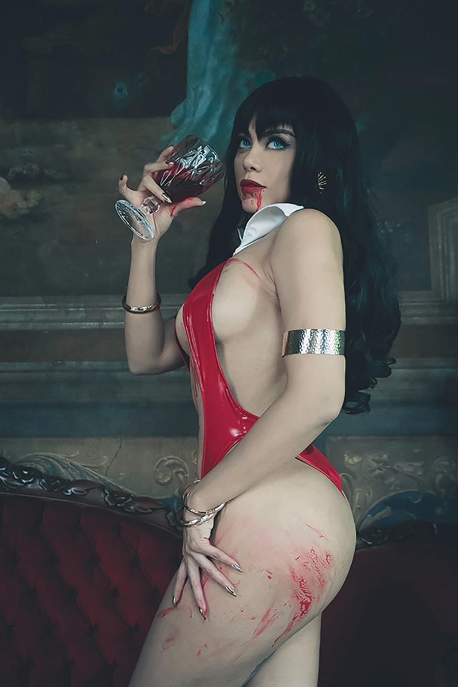 Vengeance Of Vampirella Vol 2 #6 Cover J Incentive Lorraine Cosplay Photo Virgin Cover