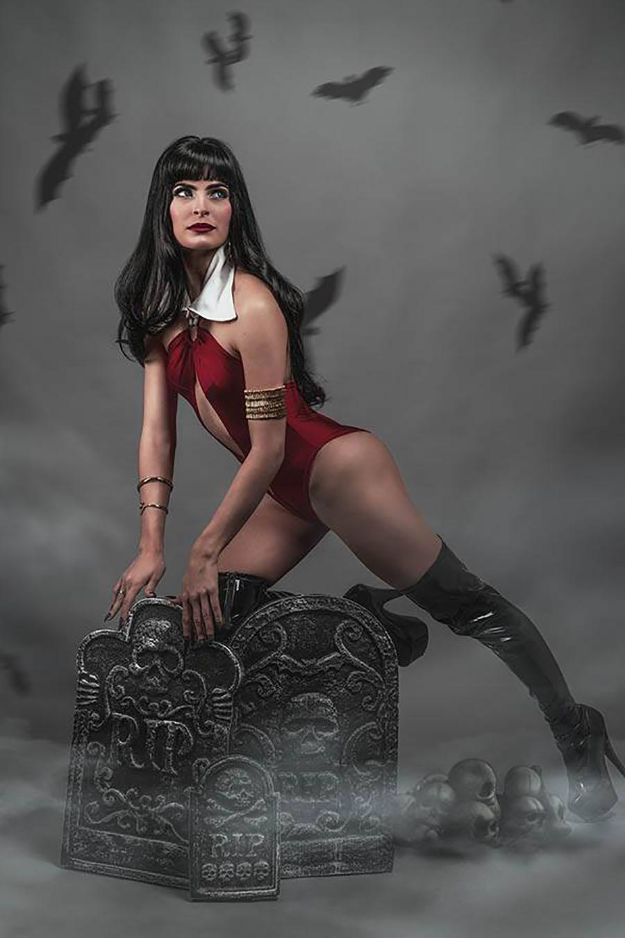 Vengeance Of Vampirella Vol 2 #8 Cover J Incentive Teena Titan Cosplay Photo Virgin Cover
