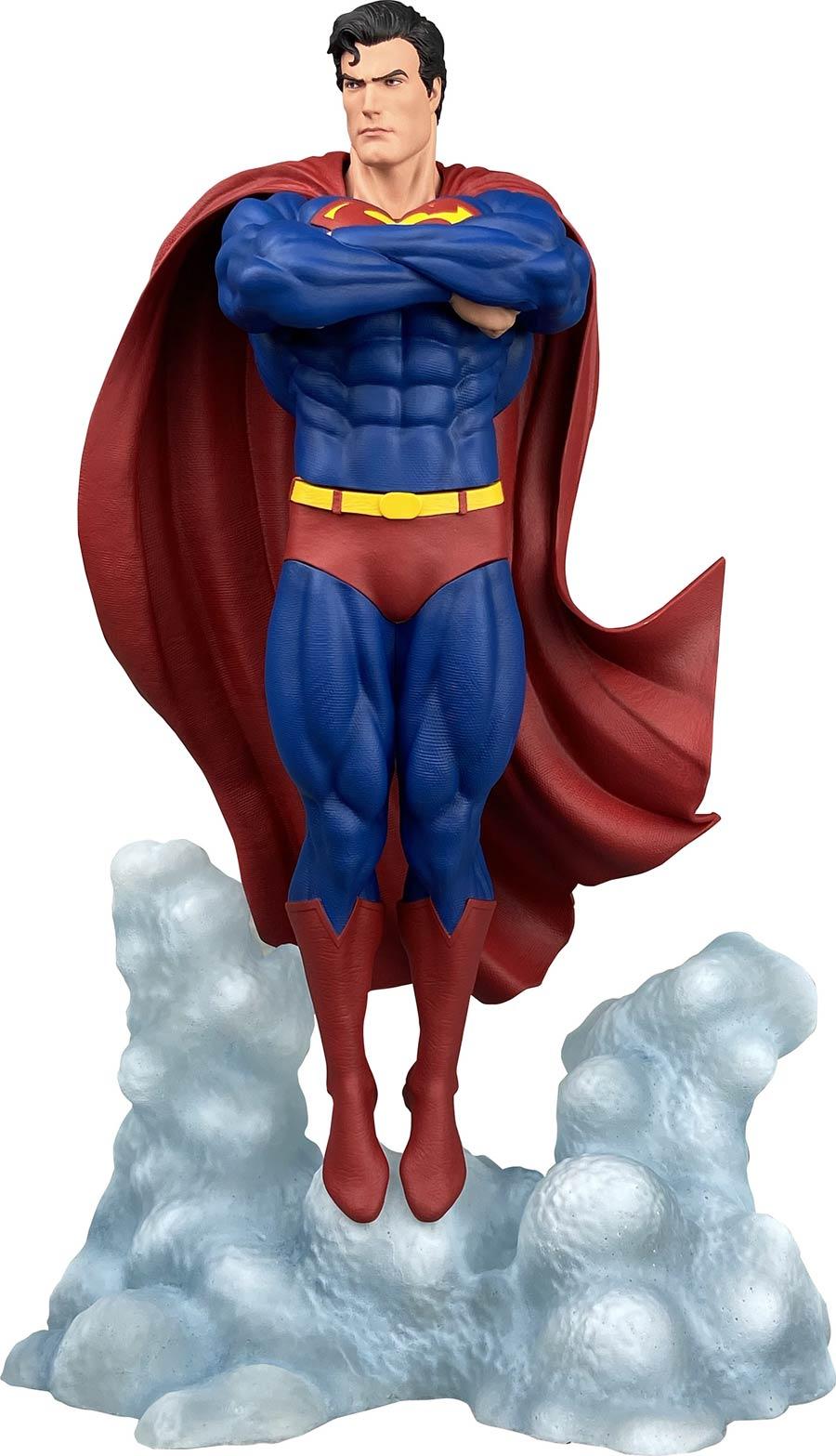 DC Comic Gallery Superman Ascendant PVC Statue
